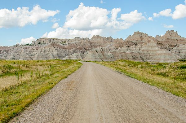 Badlands National Park in South Dakota is one of the cool places to visit in the US.