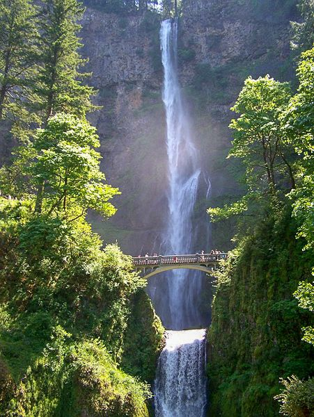 Multnomah Falls in Oregon is one of the most unique travel destinations in the USA
