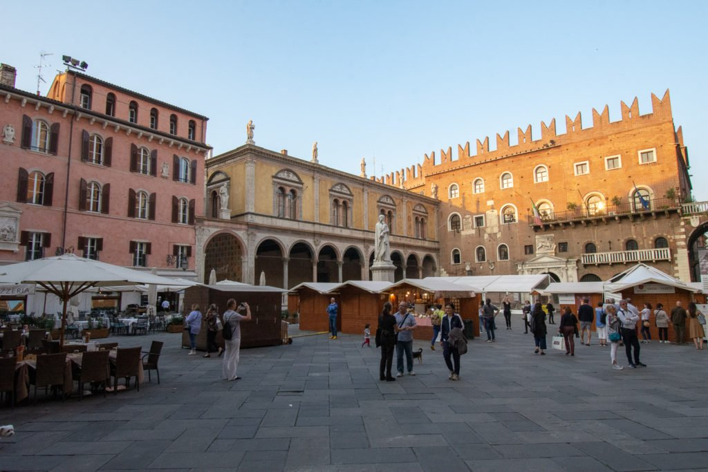 Piazza dei Signori, Verona Travel Guide