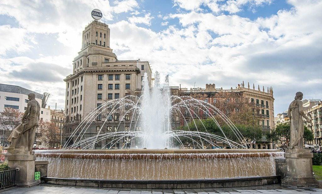 Plaça de Catalunya, long weekend in Barcelona