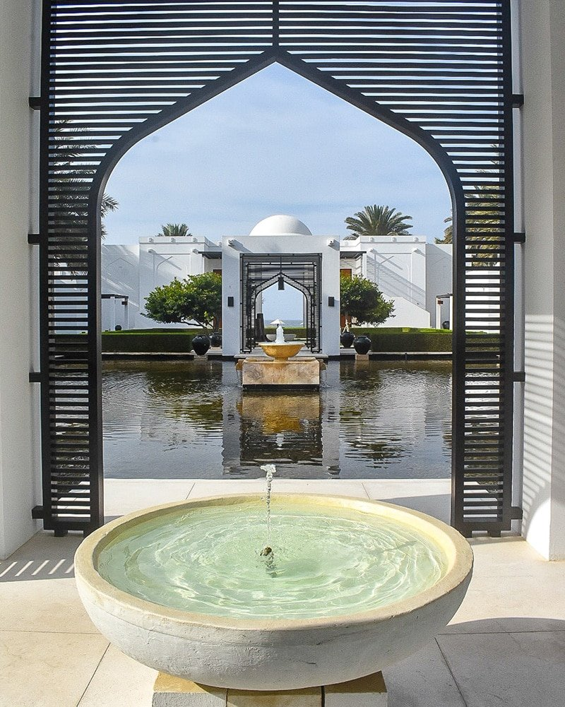 Travel guide tip #1 in Oman: stay at a luxurious hotel along the ocean.