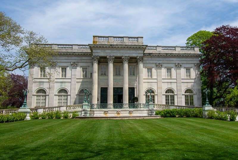 The pillars and portico somewhat make this mansion somewhat resemble the White House.