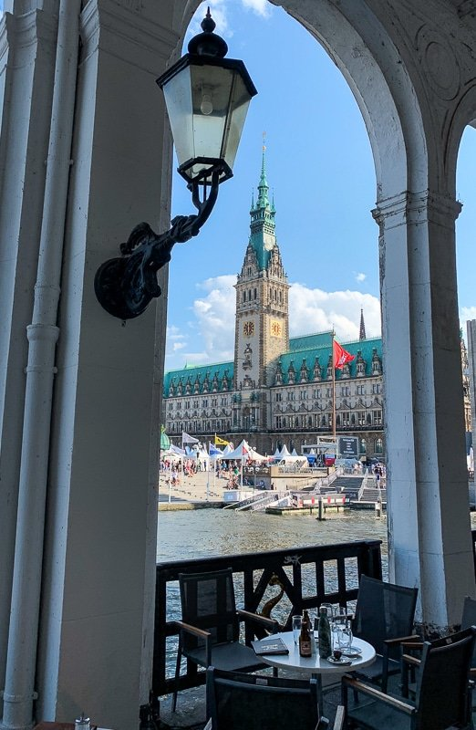 As shown in this Hamburg travel guide, there are many spectacular views of the Rathaus.