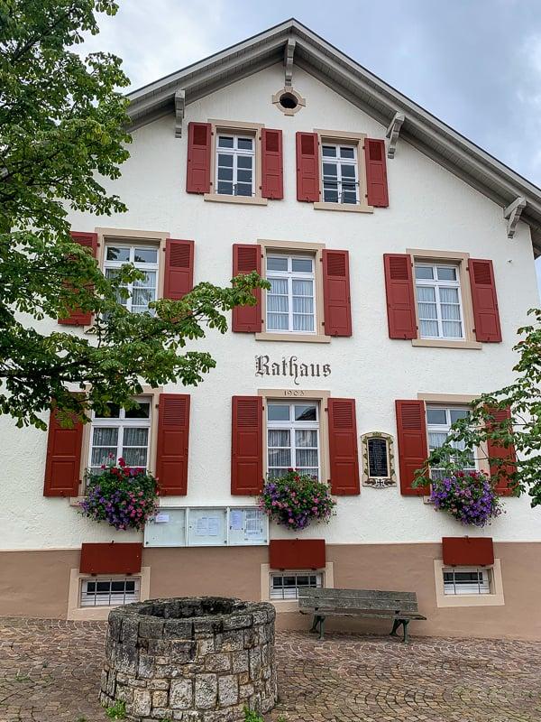 The Rathaus in Ötlingen.