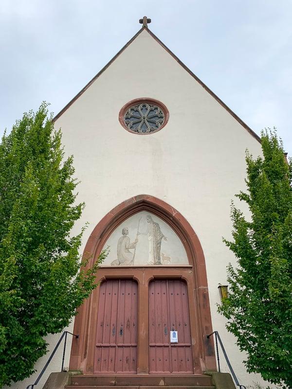 As I was riding my bike through Weil am Rhein, I stumbled upon this quaint chapel, Georgskirche.