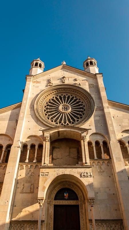 Duomo di Modena facade