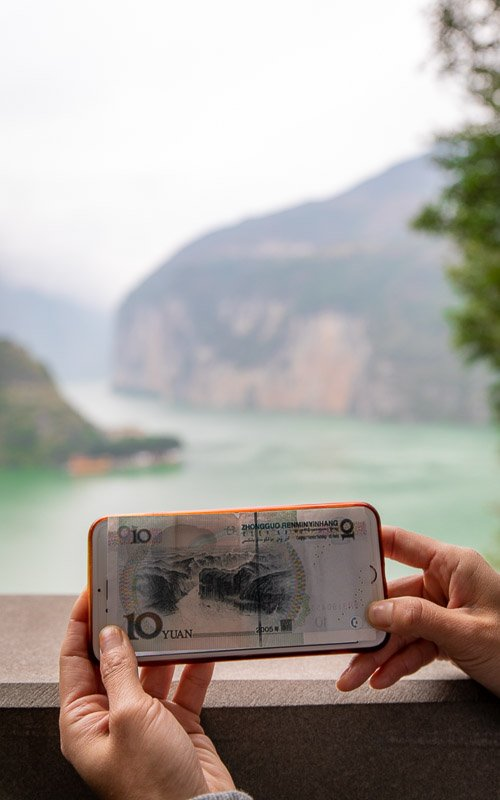 From White Emperor City, you can see Qutang Gorge which is shown on the 10 Yuan bill.
