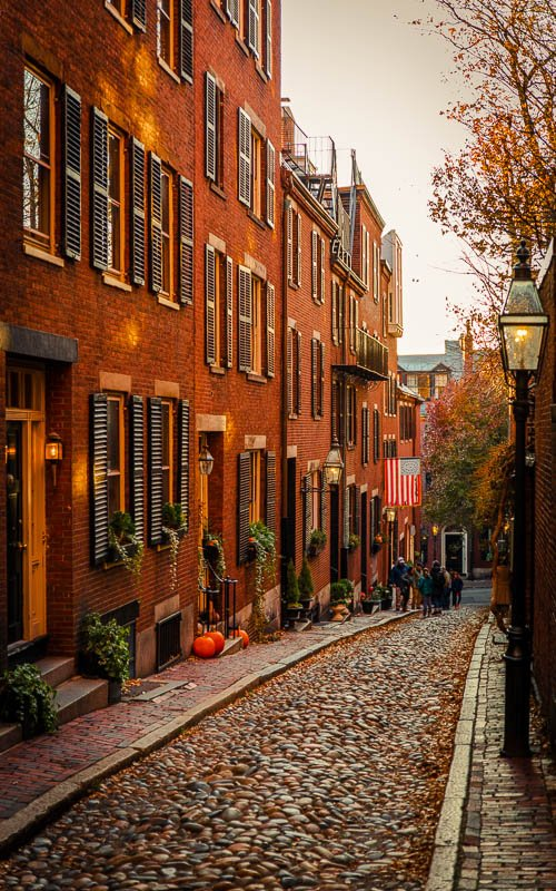 When taking a photo of Acorn Street in Boston, you don't want to miss out on the little detail of the lamppost on the right side.