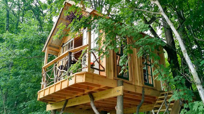 This beautiful treehouse in New York is one of the coolest vacation rentals in the US.