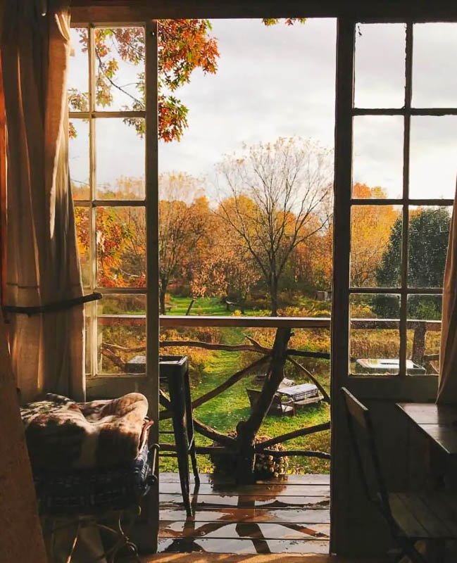 Treehouse fall foliage home is easily among the most romantic honeymoon Airbnbs in the US.