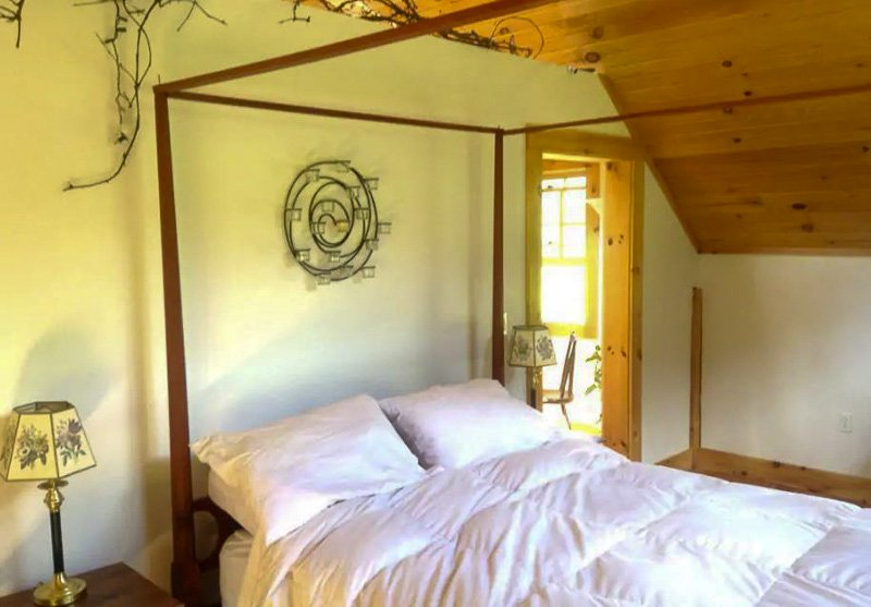 This luxury barn is among the top vacation rentals and Airbnbs in New England.