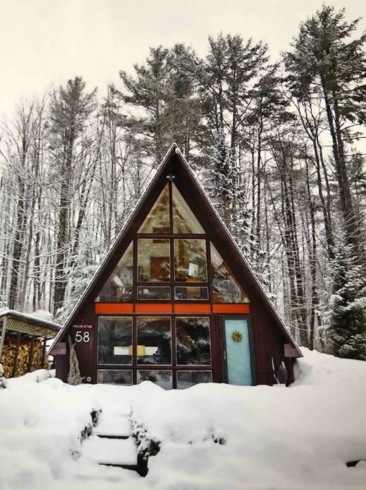 Unique airbnbs in New England come in treehouses and cabins.