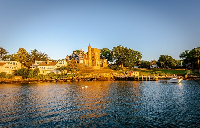 A boat cruise is one of the best thing to do in Newport during a weekend.