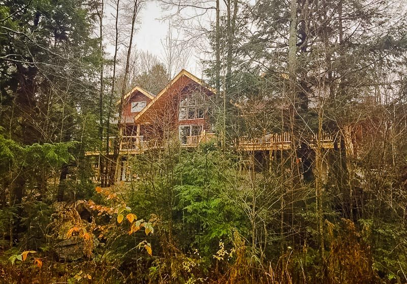 Unique log cabin Airbnbs in the Berkshires of Western Massachusetts.