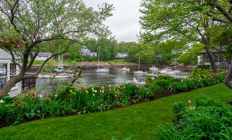 After walking the Marginal Way, stop at Perkins Cove and have a bite to eat at Barnacle Billy's with scenic views.