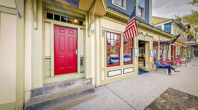 Stunning condo in the historic part of Newport