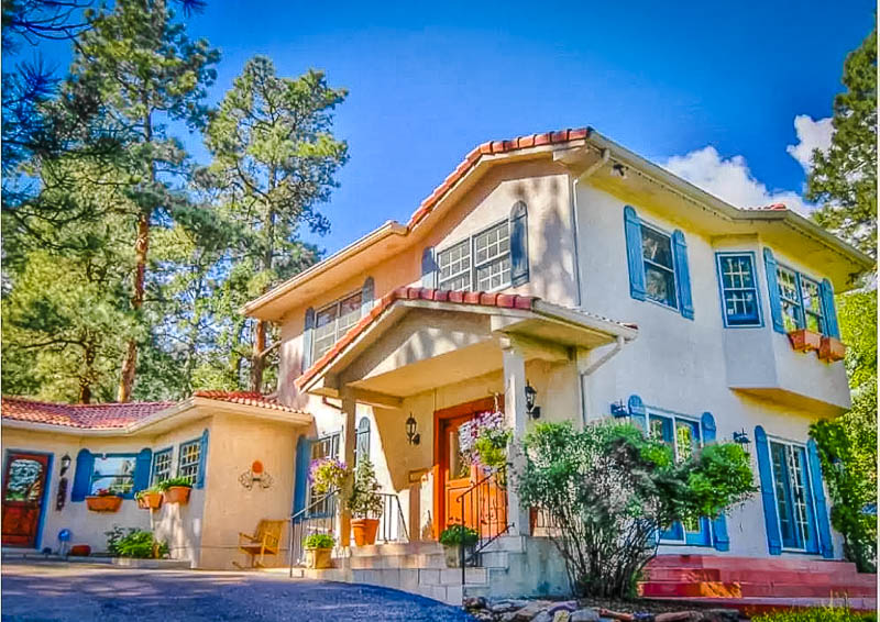 An elegant villa for rent in Colorado Springs
