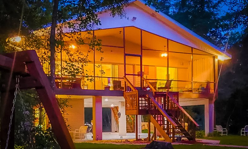 This river lodge is one of the best Airbnbs in Florida.