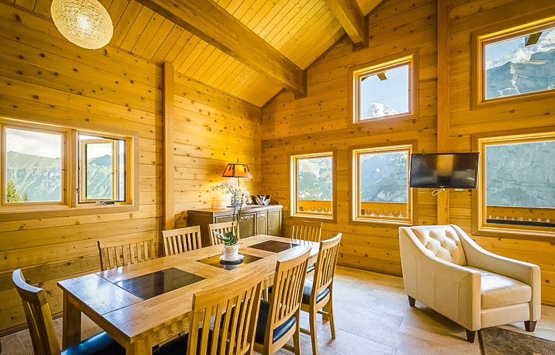Cool wooden chalet interior decoration