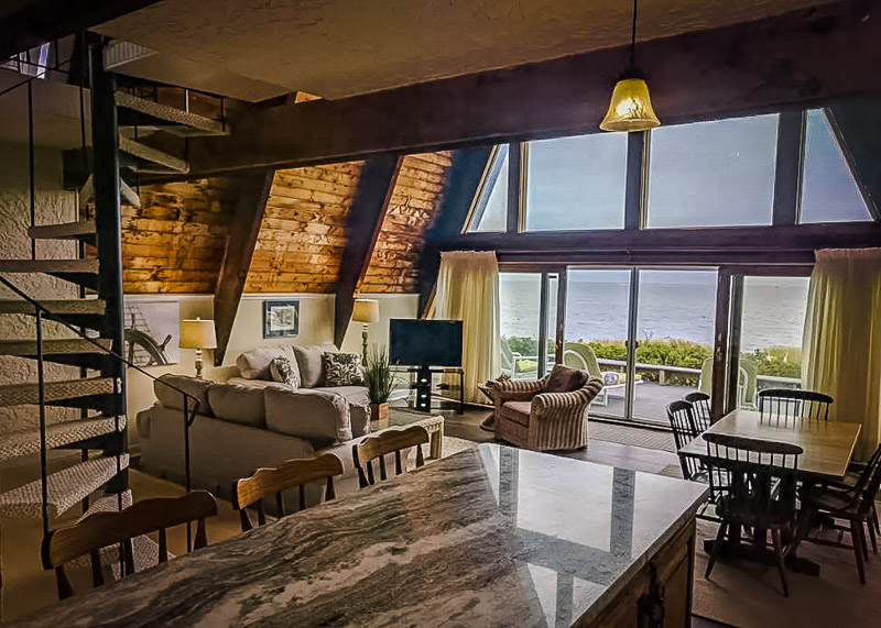 A cozy home with ocean views in Cape Cod, Massachusetts