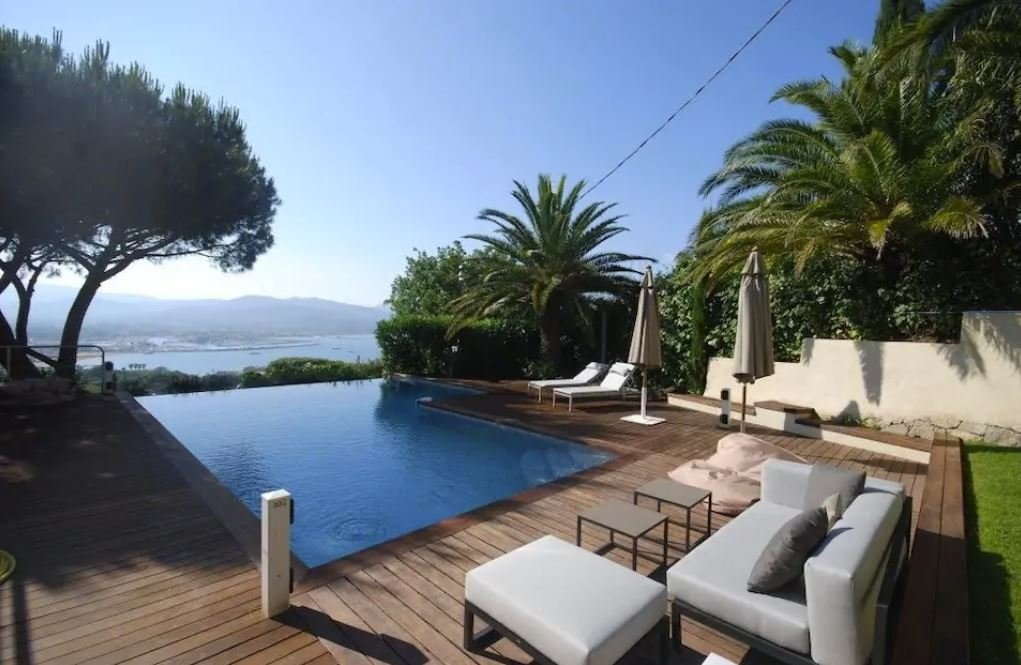 A beautiful Airbnb villa in the French Riviera