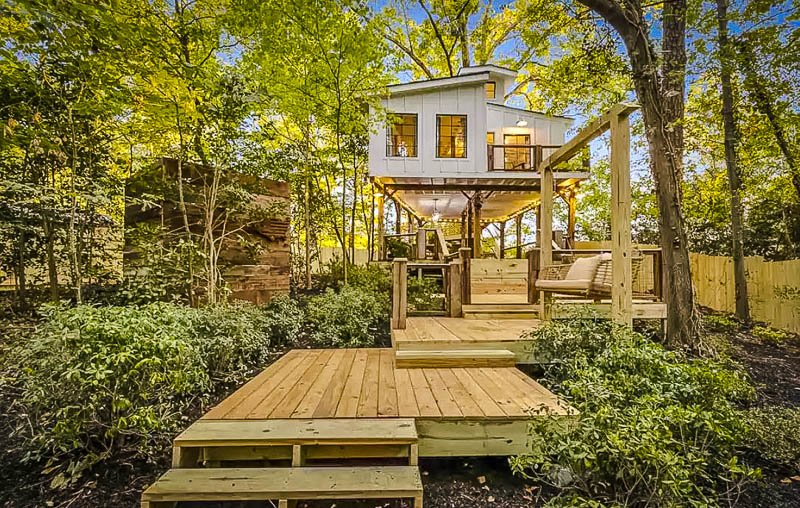 A romantic Airbnb treehouse in Georgia.