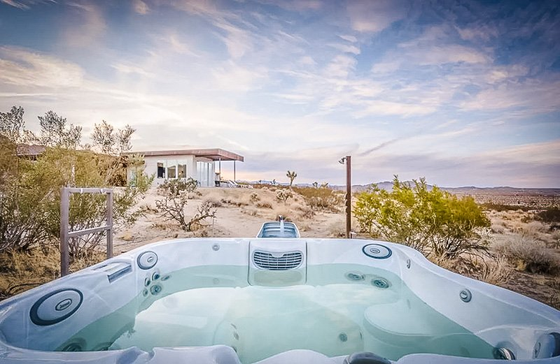 Beautiful desert airbnb with a hot tub