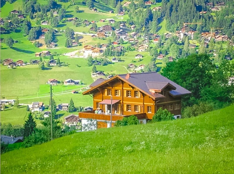 Chalet with beautiful views of the Swiss Alps