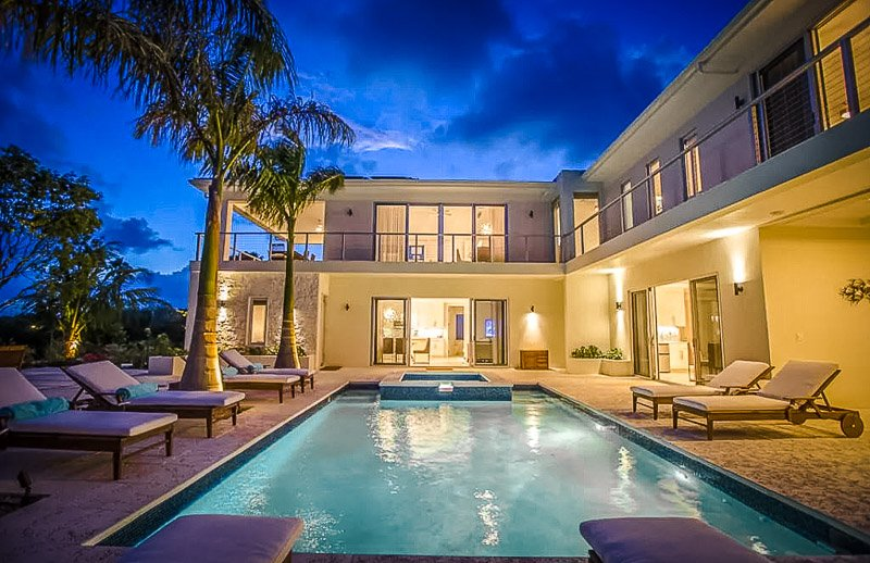 A luxury deluxe Airbnb in Turks and Caicos that's suitable for large groups.