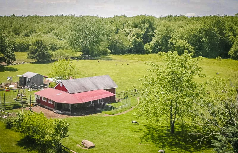 This accommodation for rent is located on a cozy farm.