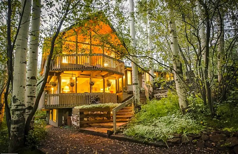 A unique log cabin Airbnb in Aspen, Colorado