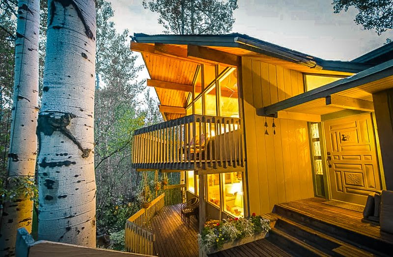 Aesthetically pleasing log cabin vacation rental