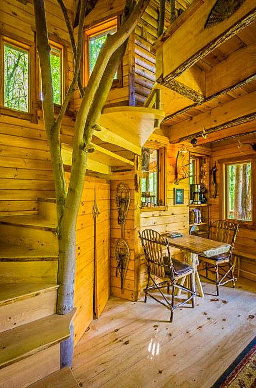 Airbnb treehouse in VT