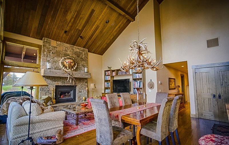 Extravagant Airbnb in the mountains of Wyoming