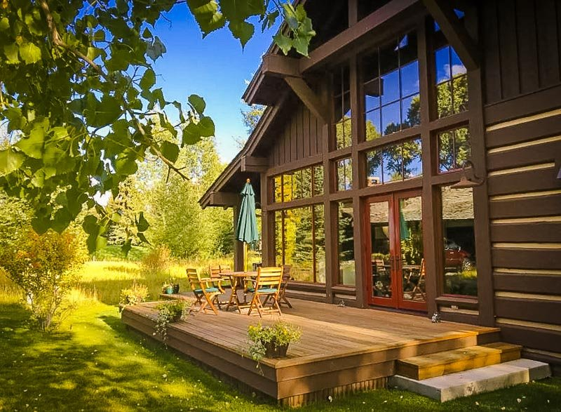 A charming cabin right next to Grant Teton National Park