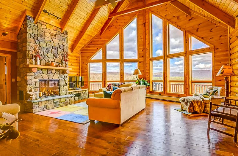 This cabin for rent in New England is equipped with a fireplace