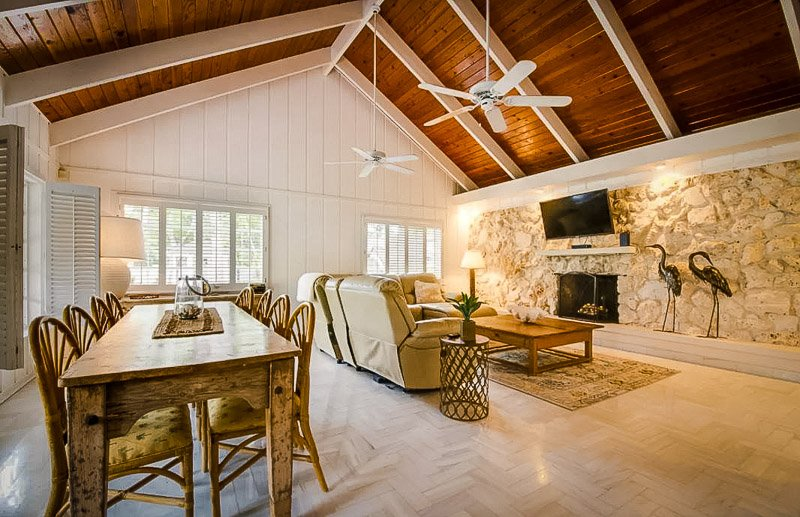 beautiful Airbnb for large groups in Florida