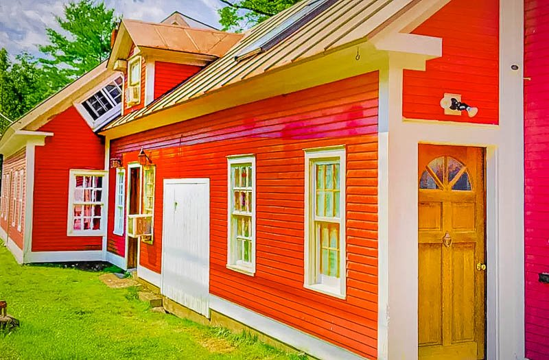 A vibrant farmhouse Airbnb near Stowe, Vermont.
