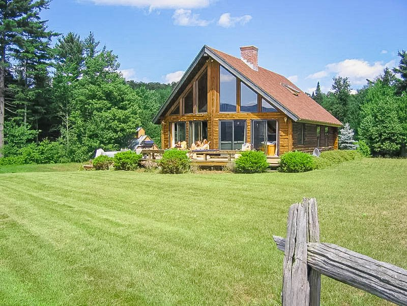 Log cabin Airbnb in Stowe, VT.