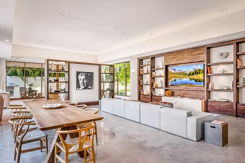 Spacious interior living space