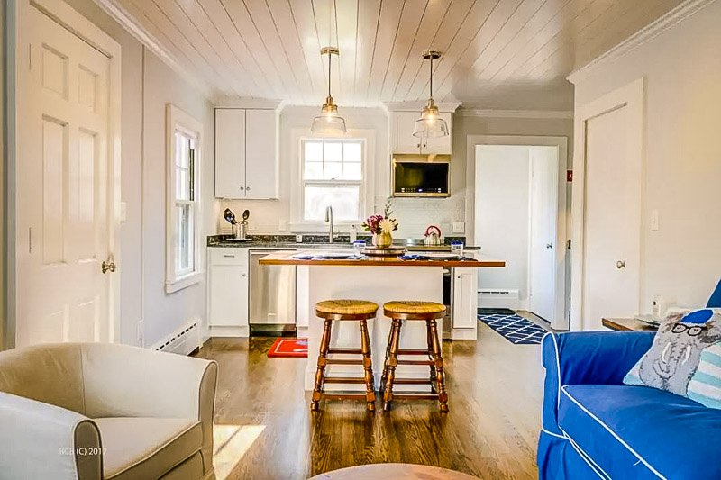 A colorful and inviting house rental on the Cape