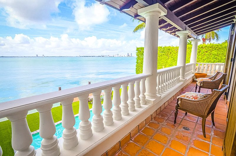 Balcony with views of Miami and the waterfront