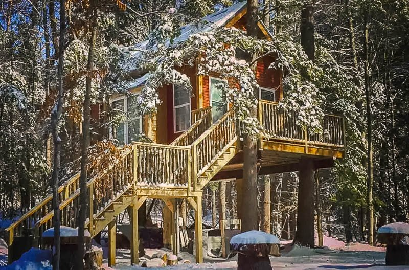 One of the best cheap treehouse rentals in New England