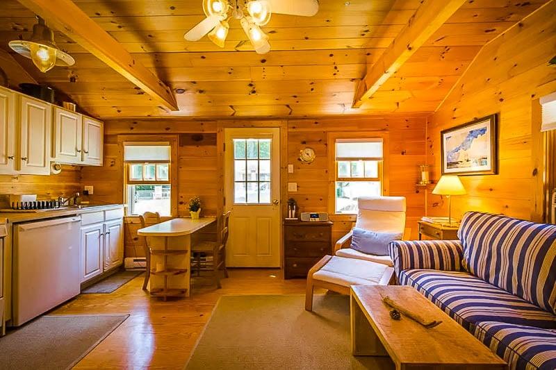 A classic Cape Cod cabin rental in Sandwich, Massachusetts.