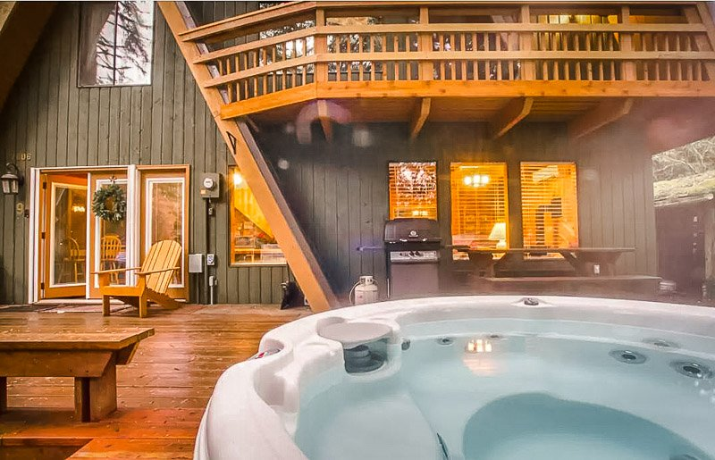 Back deck with a hot tub