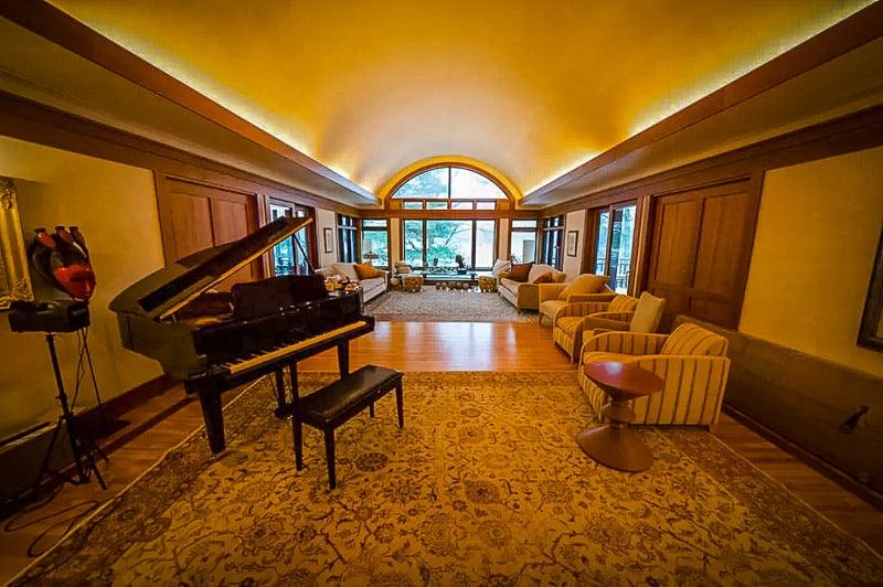 Elegant interior decorations