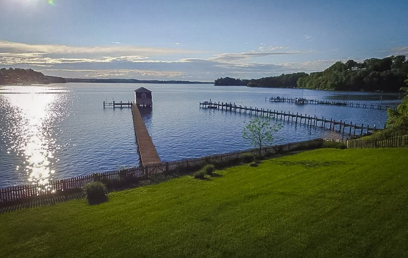 Lake house rental in Maryland with panoramic views