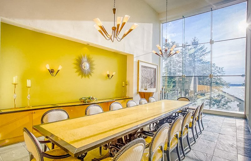 Beautiful dining room area for large groups