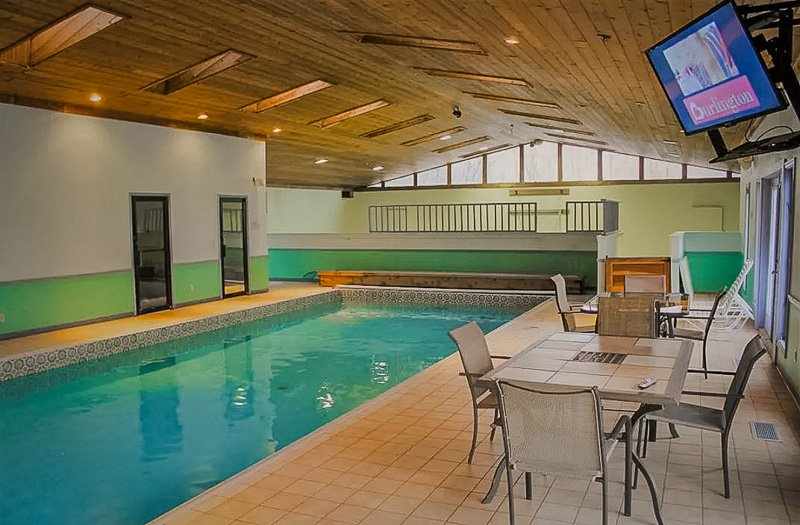 Beautiful Airbnb with indoor and outdoor pool
