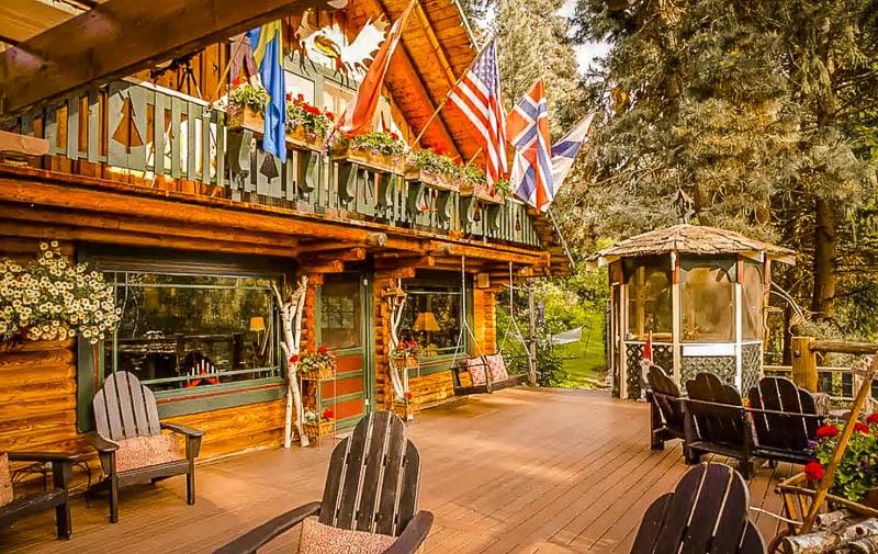 A beautiful log home for rent near Leavenworth, Washington.
